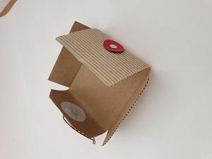 Estuche artesanal de carton reciclado para regalo