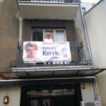 Агітаційний банер за Мирославу Керик на одному з приватних балконів у Варшаві / Фото з facebook-сторінки Мирослави Керик