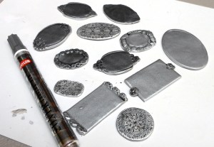 edge trays with a metalic leaf pen