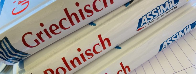 """New book, new language - a pile of Assimil """"ohne Mühe"""" editions."""