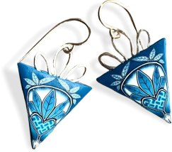 Dede Leupold makes delicate earrings in a divine studio space on PolymerClayDaily.com