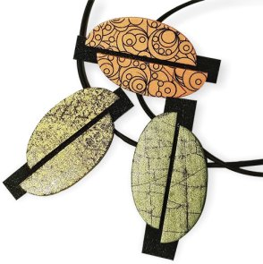 Syndee Holt makes pendants with an architectural air on PolymerClayDaily.com