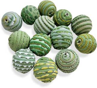 Juliya Laukhina extrudes and wraps beads from a spring palette on PolymerClayDaily