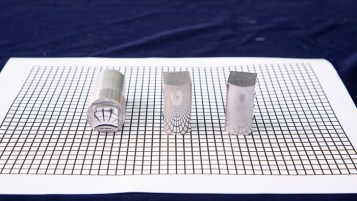 The PolyU technology can meet the stringent requirements for ultra-precision manufacturing to reduce the surface roughness in high-value-added products. The workpiece in the middle shows the surface finishing done by the PolyU technology.