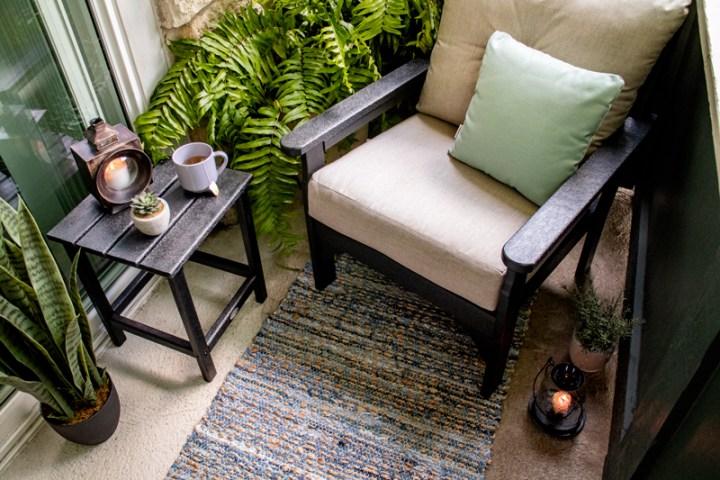 "Vineyard Deep Seating Chair & Long Island 18"" Side Table"