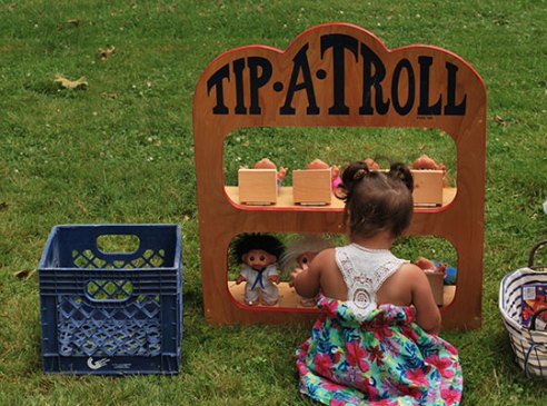 Tip-A-Troll-POLYWOOD-Picnic