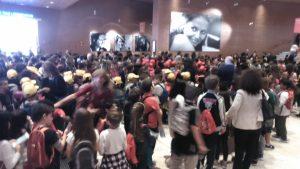 L'auditorium invaso dai bambini (foto Pomezianews)