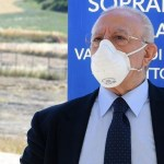 """DE LUCA: """"Se i contagi crescono tornerà obbligatoria la mascherina"""""""