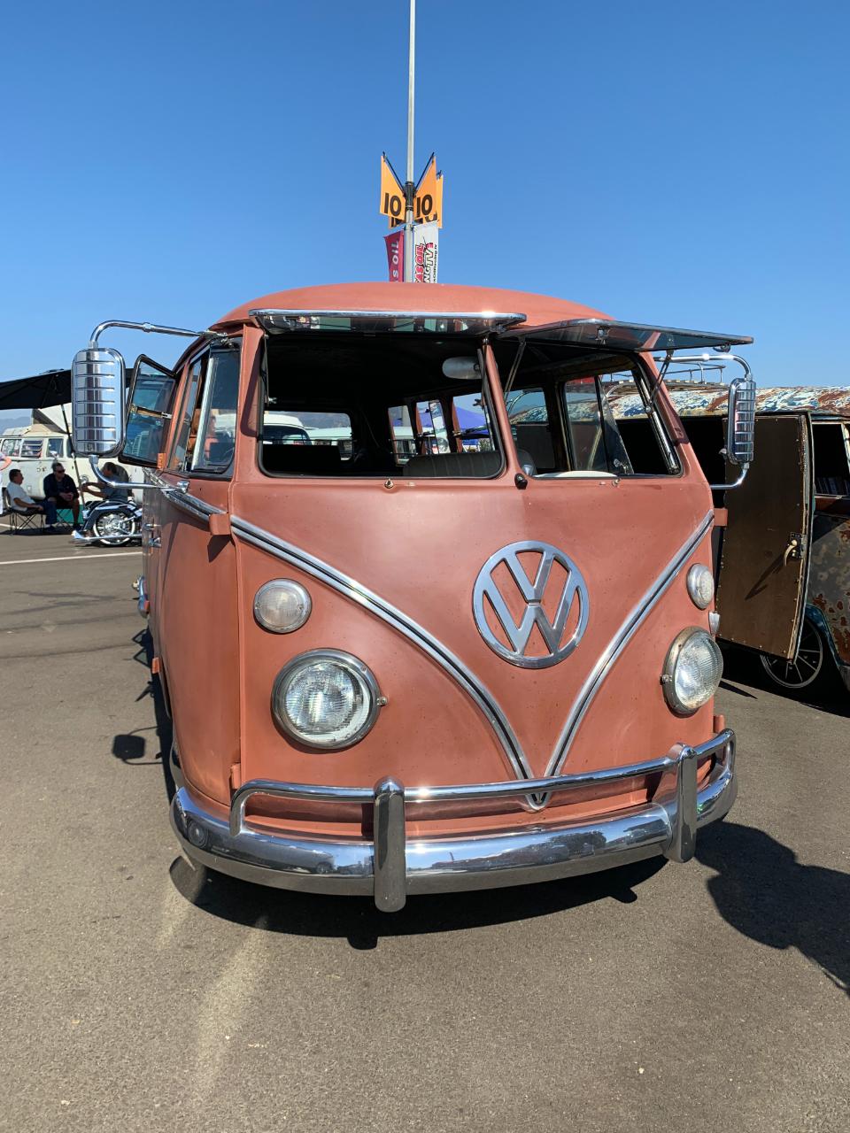 1967 VW 13 Window Deluxe Bus