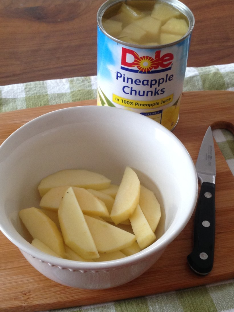 Life Hacks - the kitchen: keep apples from turning brown with pineapple juice