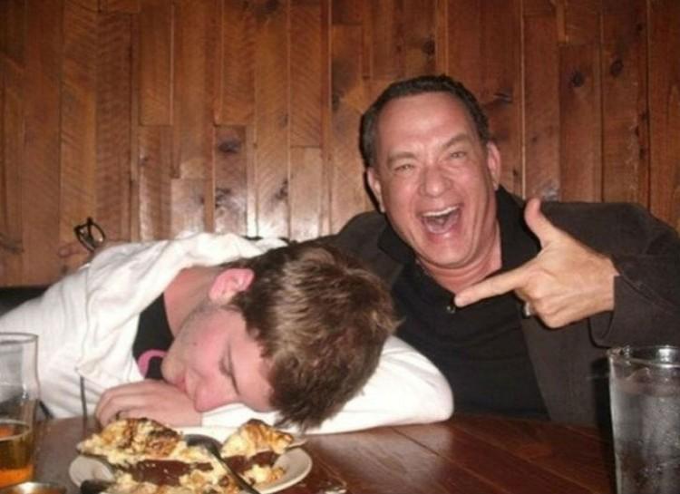 Photobombs Away: celebrity photobomb - Tom Hanks