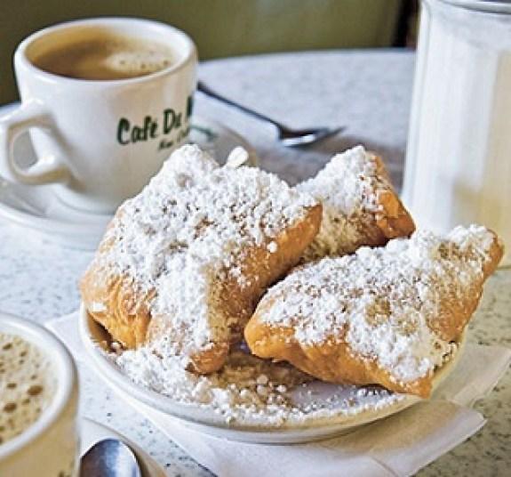 Spring break in New Orleans - beignets at Cafe du Monde