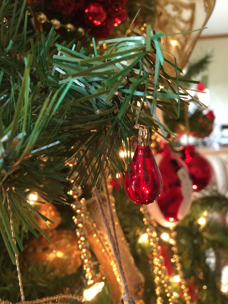 Decorating the Christmas Tree: The final touch