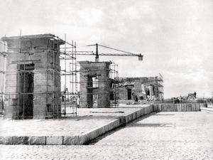 Instalación del Templo de Debod en el parque del Cuartel de la Montaña | Madrid | 1970