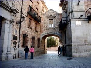 Plaza de la Villa | Casa de Cisneros y pasaje voladizo de la calle de Madrid | Madrid de los Austrias | Centro | Madrid