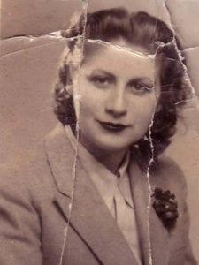 Gloria Fuertes   Poeta y escritora   Madrid, 1917-1998   Principios de los años 40