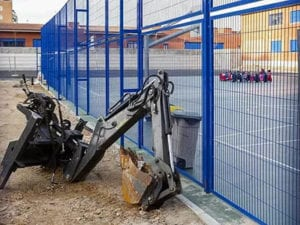 AMPA del CEIP Cortes de Cádiz denuncia abandono obras por parte de Obras Hergon SAU   Máquinas abandonadas