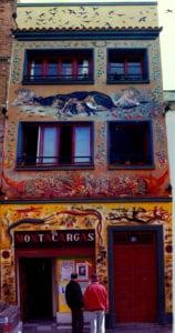 El Montacargas | 25 años de teatro alternativo | 1993-2018 | Puerta del Ángel | Latina | Madrid | Fachada de Miguel Brayda