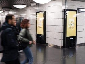 Madrid destaca como ciudad del abrazo   Campaña 'Madrid te abraza'   Ayuntamiento de Madrid 2018   Metro Barcelona