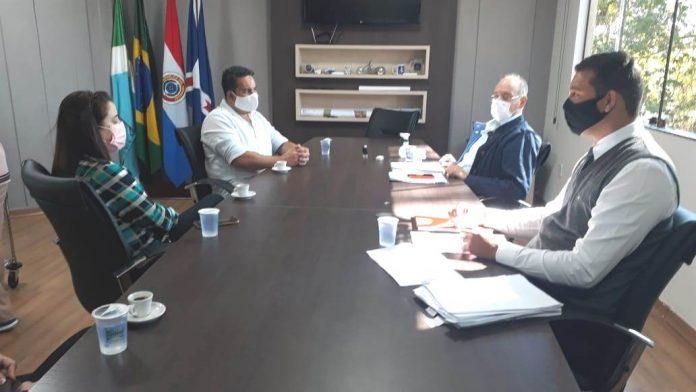 Comitê Covid-19 em reunião