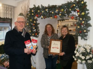 Chairman Paul presents certificate to local business