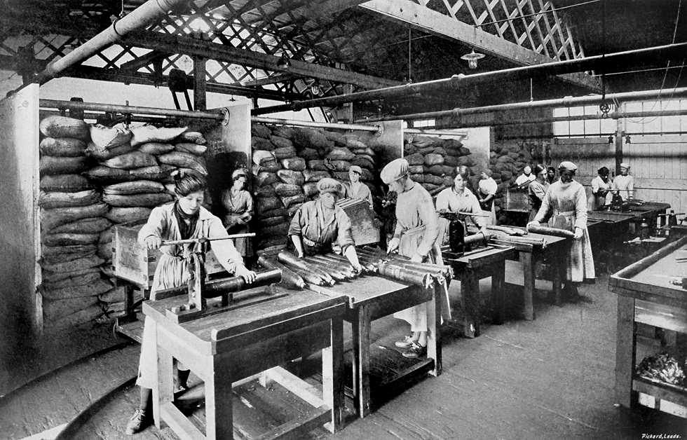 Women working in the Barnbow factory.