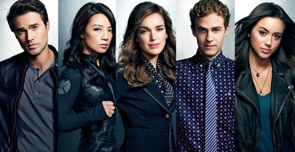 Agentes Ward, May, Simmons, Fitz e Skye.