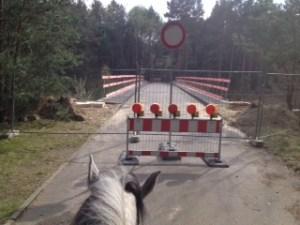 Ausrittunterbrechung an gesperrter Brücke