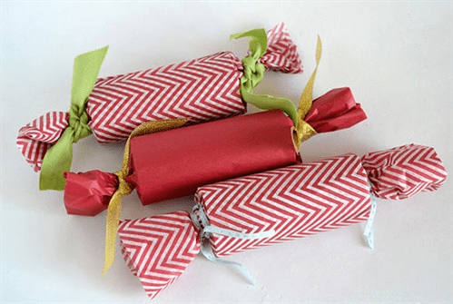 http://simplycelebrate.meals.com/holiday/gifts/christmas-crackers/