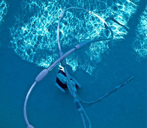 tangling issue of robotic pool cleaner