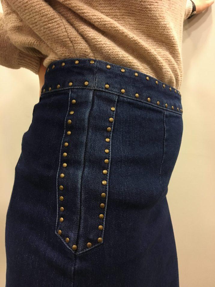 Détail jupe en jean
