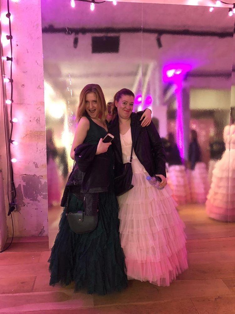 Gwen et Pauline, la nuit de la robe NAF NAF