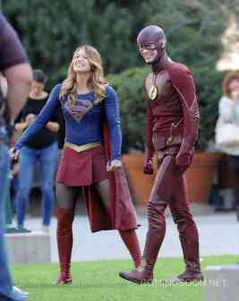 """Supergirl"" Melissa Benoist meets Flash Grant Gustin"