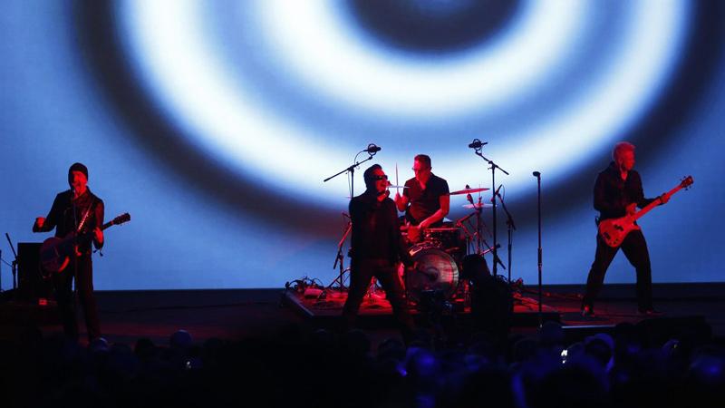 U2-live-apple-