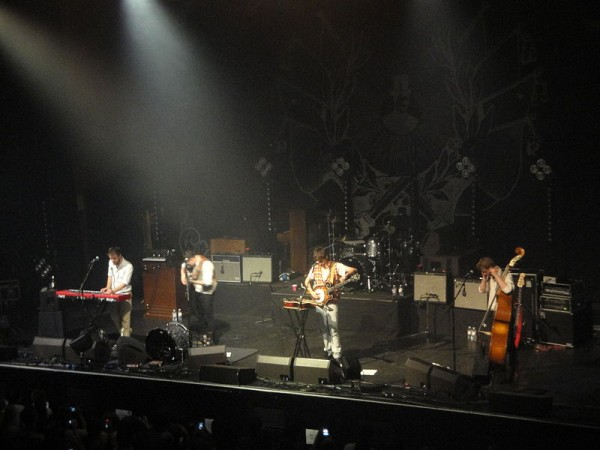 Mumford_&_Sons_performing_at_Brighton_Dome