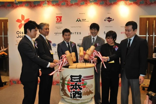 Oishii Japan 2014 - Sake Barrel Ceremony 'Kagami-Biraki' Commence