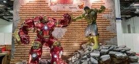 STGCC 2015 Hot Toys Action City life-size statues of Hulkbuster VS Hulk