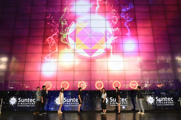 suntec-singapore-convention-and-exhibition-centre-nanyang-polytechnic-video-wall-christmas-animation-students-staff-01