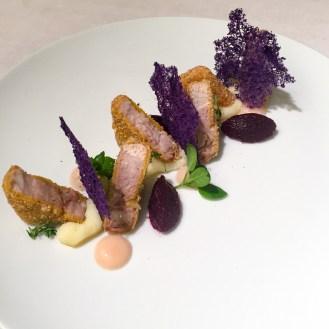 Andrea MIgliaccio - Pancia di maiale in crosta di nocciole con mela annurca e patate viola
