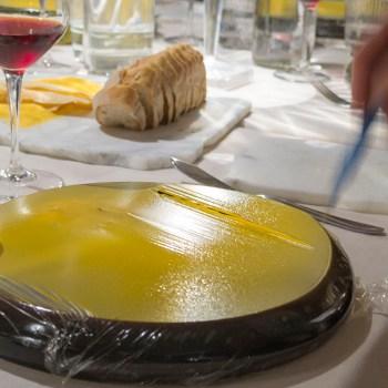Timballo di ombrina ripieno di asparagi, topinampbur, olive e noci