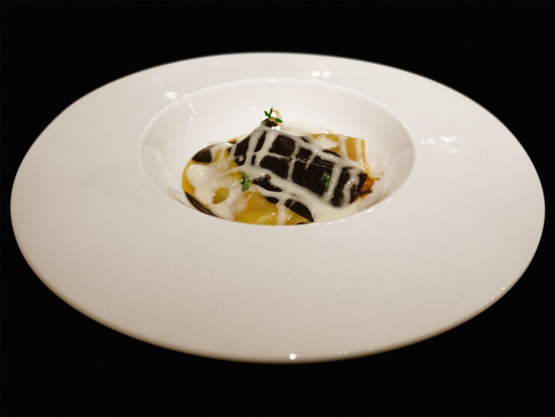 Enoteca Pinchiorri - Sugo di gallina, tuorlo d'uovo marinato