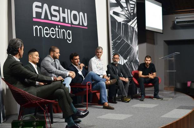 mesa de debates no fashion meeting experience