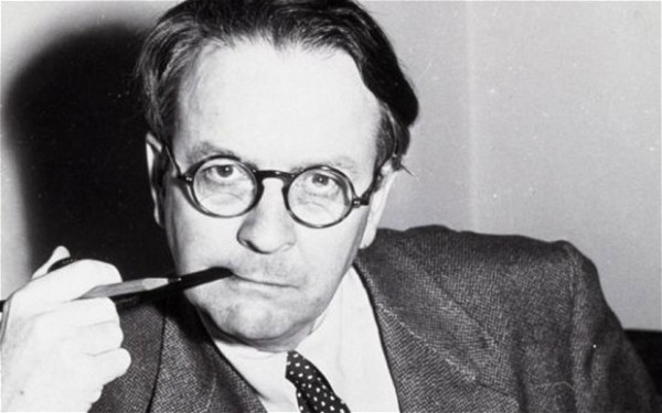 Raymond Chandler (photo Rex Features)