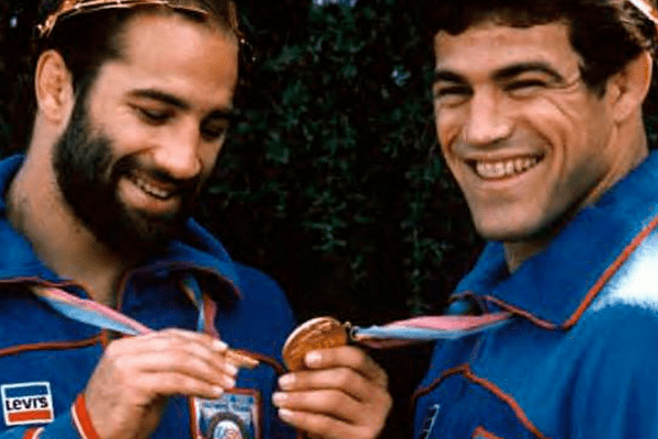 Dave and Mark Schultz enjoying their Olympic gold medals (markschultz.com)