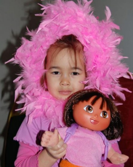 L'olandese Margaux van den Ende (8 anni) morta nel disastro aereo.