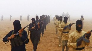 Miliziani dell'Isil durante un addestramento .