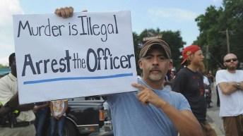 «L'assassinio è illegale. Arrestate l'agente».