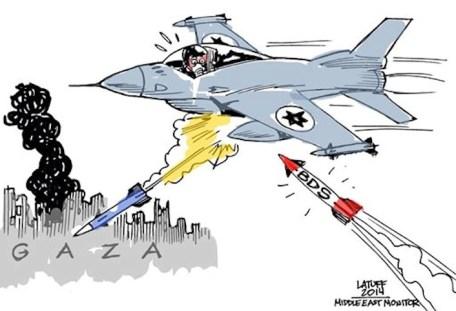 """Il caccia israeliano sta per essere abbattuto da un missile che simboleggia la campagna (""""Boycott, Disinvestment and Sanctions"""" o Bds) di boicottaggio delle merci provenienti dalle colonie e distribuite come prodotte in Israele."""