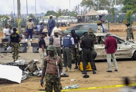 Autobomba a un posto di blocco ad Abuja.