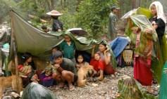 Profughi karen fuggiti da un villaggio saccheggiato.